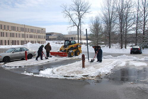 neave-group-outdoor-solutions-snow-shoveling